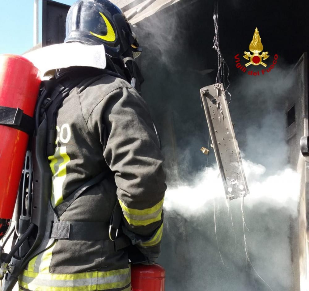 immagine incendio cabina elettrica a serdiana