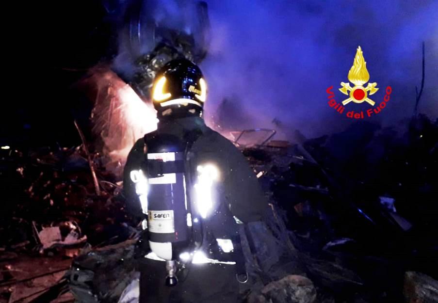 immagine vigili del fuoco per incendio a decimomannu