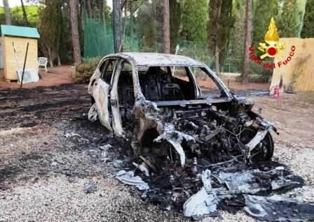 auto incendiata hotel is morus pula