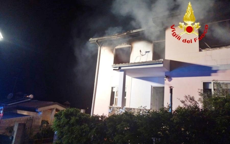 immagine fiamme in abitazione a sant'andrea frius