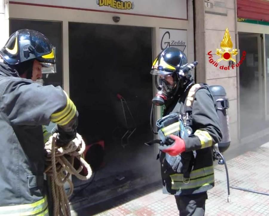 immagine incendio market a cagliari