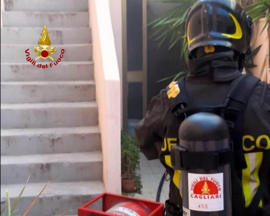 immagine vigili del fuoco cagliari per incendio abitazione a pirri