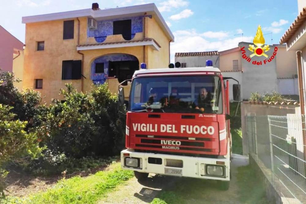 immagine incendio in una casa a san vito