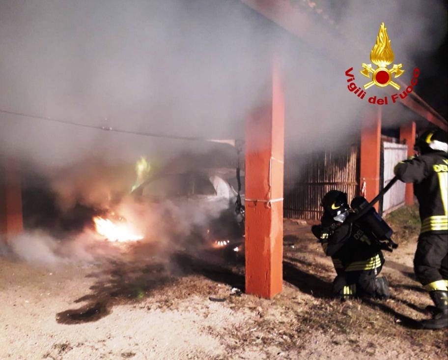 vigili fuoco intervento auto in fiamme a valledoria
