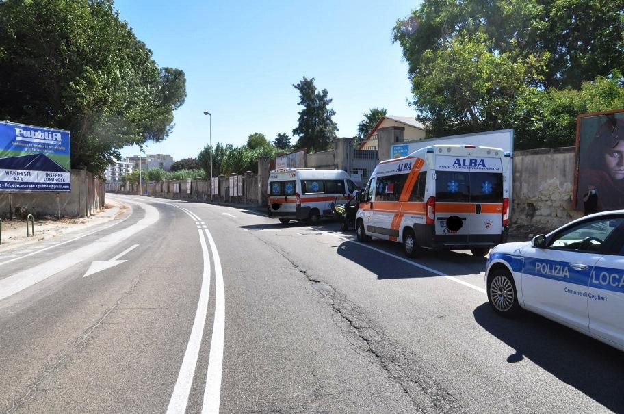 incidente in via dei valenzani, auto contro ambulanza