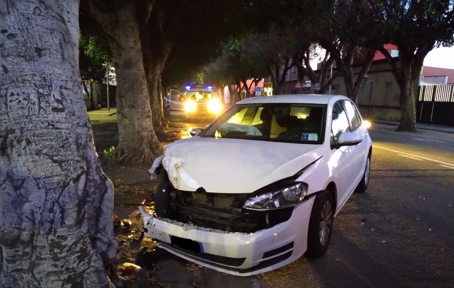 auto contro albero a cagliari
