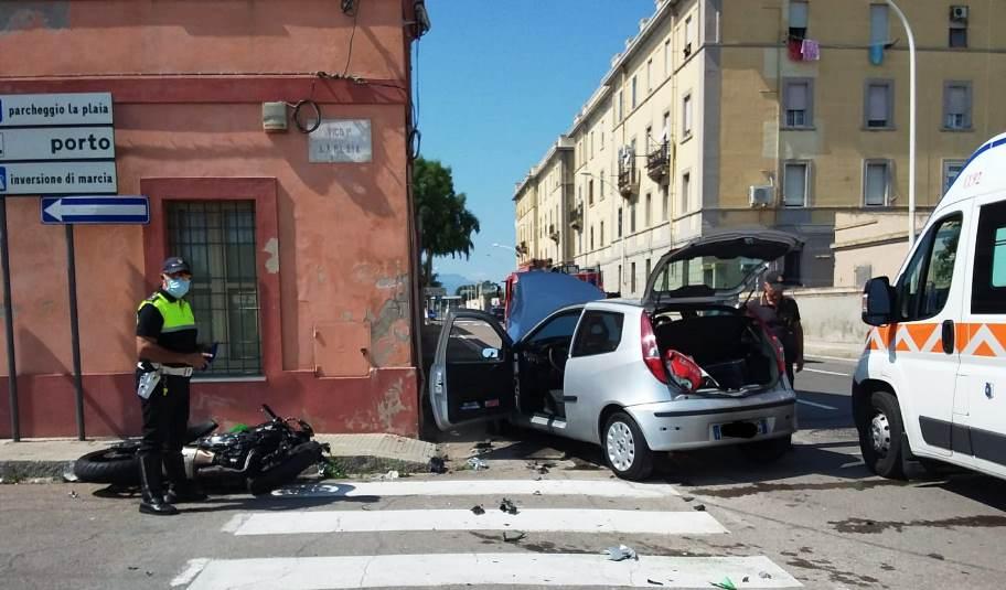 immagine incidente stradale a cagliari in viale la playa