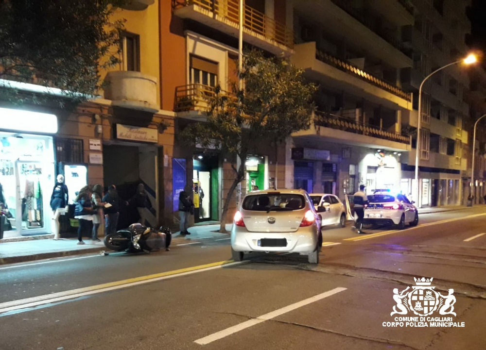 incidente in via sonnino, motociclo contro auto