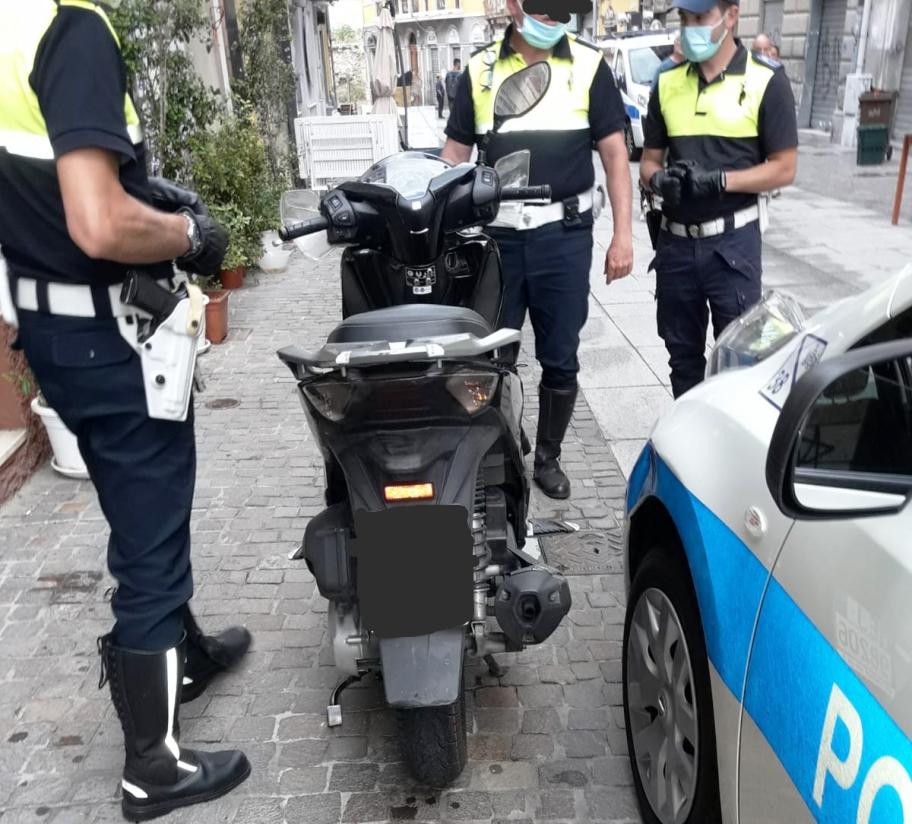 immagine agenti polizia municipale