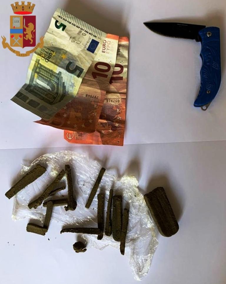 immagine denaro e droga sequestrata a roma