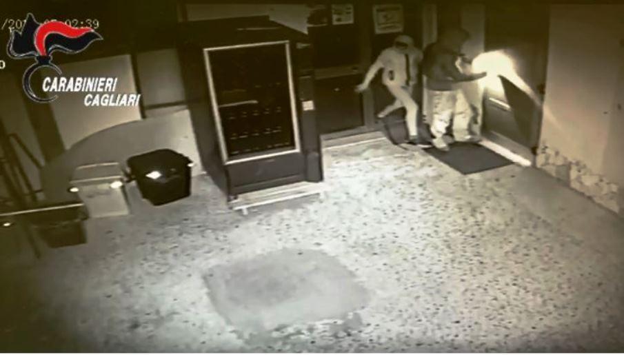 immagine ladri dentro la parrocchia