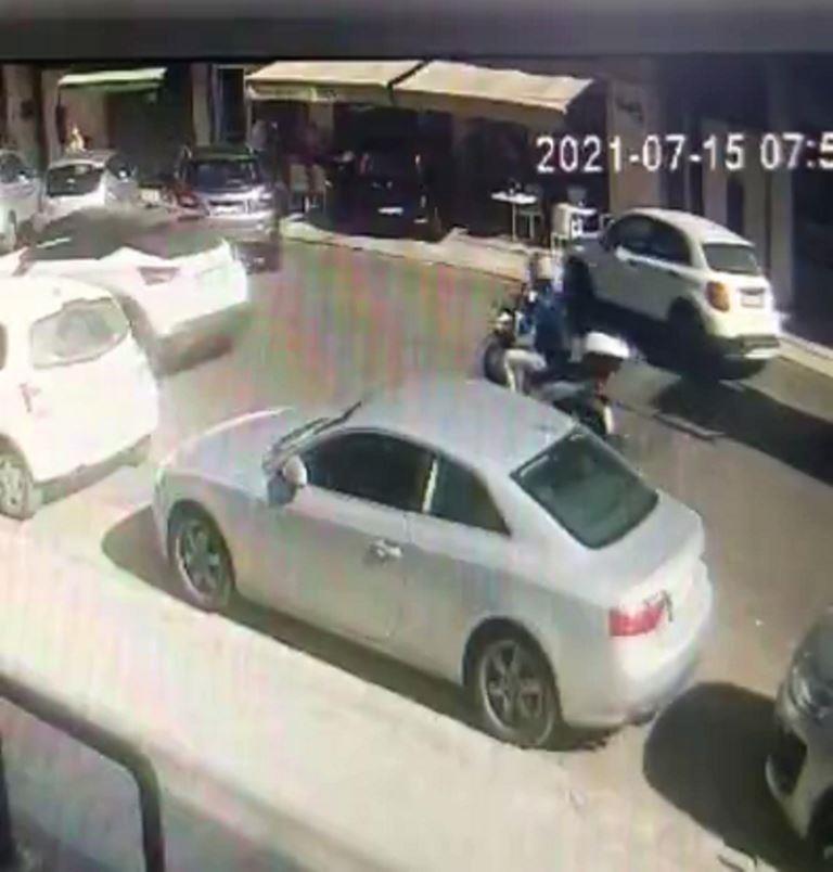 Lecce, sfonda la vetrina e entra con l'auto ed entra con l'auto nel bar. IL VIDEO