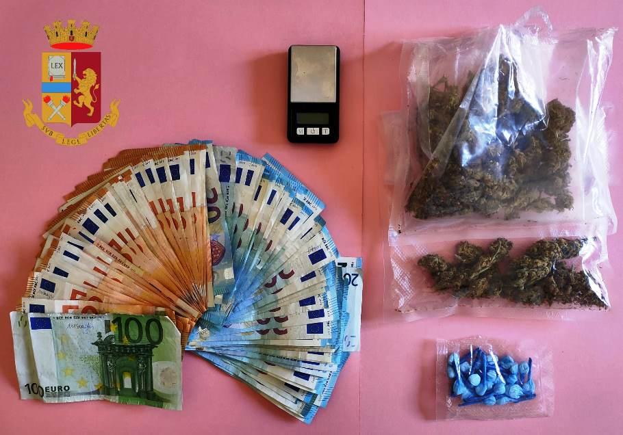 immagine droga e denaro sequestrato a decimoputzu