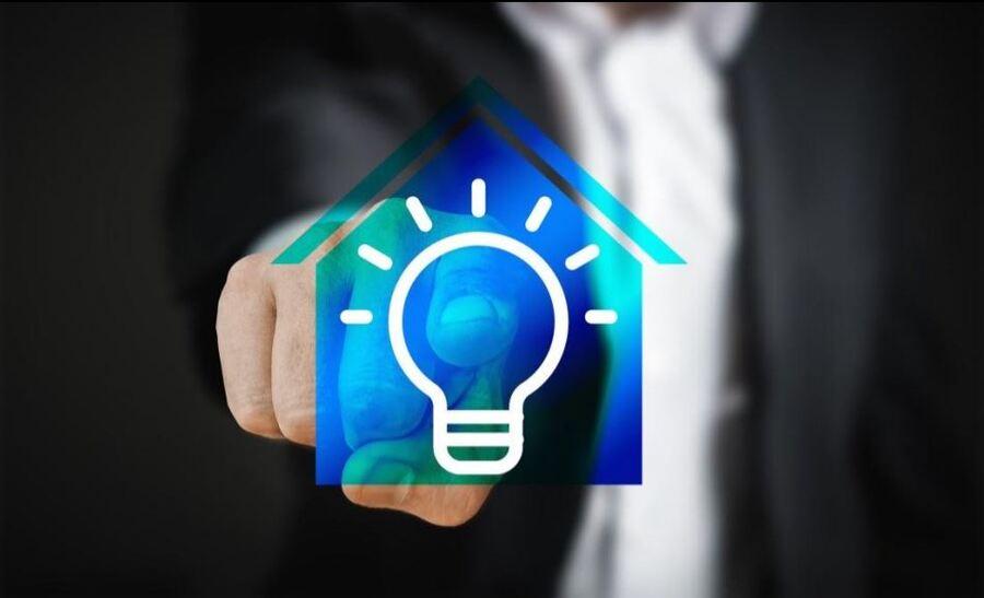 Immagine esempio casa con lampadina