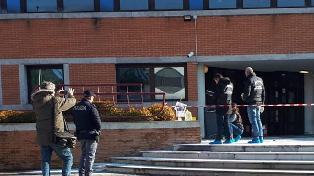 Immagine Giovane madre si da fuoco davanti al tribunale per i minori di Mestre