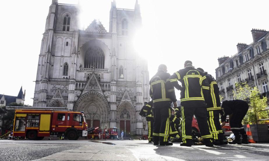 immagine incendio Cattedrale Nantes
