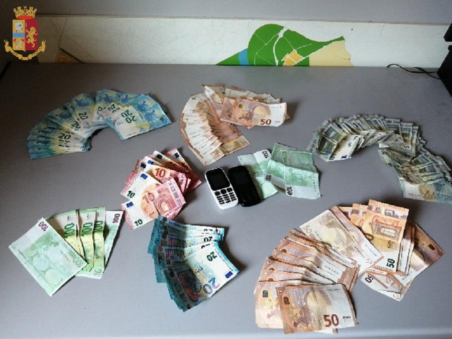 denaro contante ritrovato dalla polizia