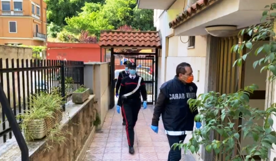 operazione dei carabinieri a roma