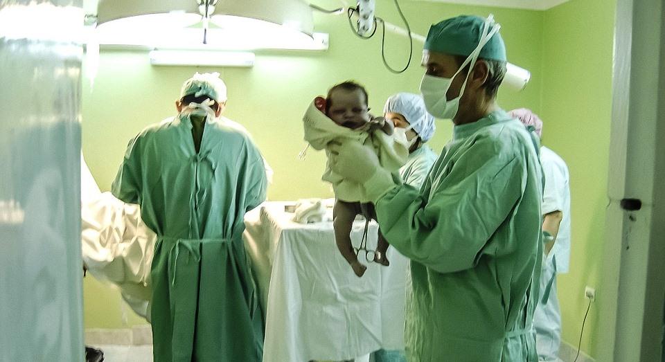 Mamma da alla luce 10 gemelli. Record del mondo per una donna 37enne. Il parto supera il record di 9 gemelli, di un mese fa