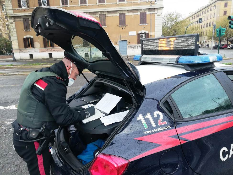 controlli dei carabinieri a roma