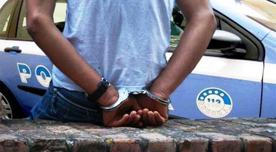 aggredisce arrestato 24enne mailiano