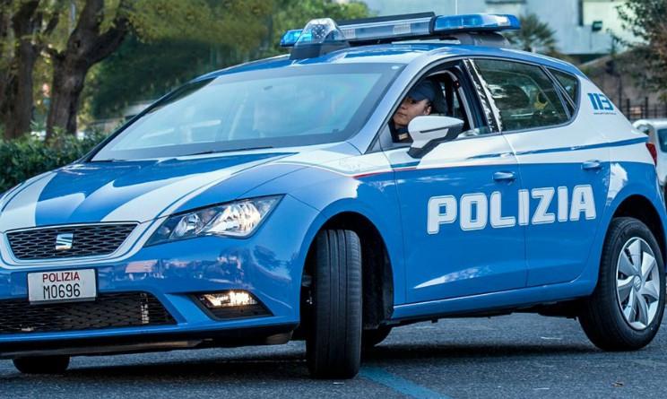 auto della polizia, arrestato a torino un cittadino moldavo