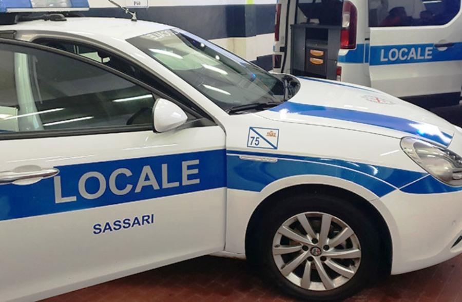 immagine auto polizia municipale di sassari