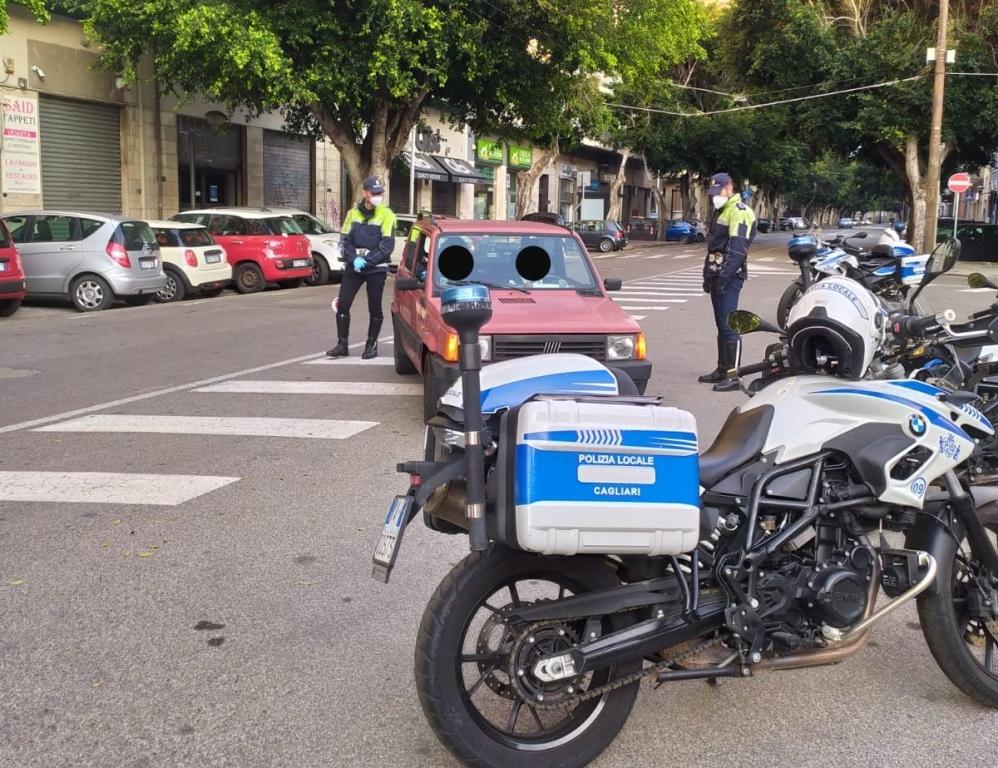 immagine polizia municipale controlli divieto mercatini decreto coronavirus