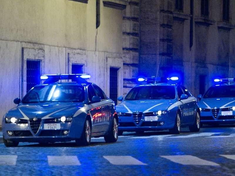 immagine volanti della polizia, numerosi arresti di extracomunitari nel nord italia