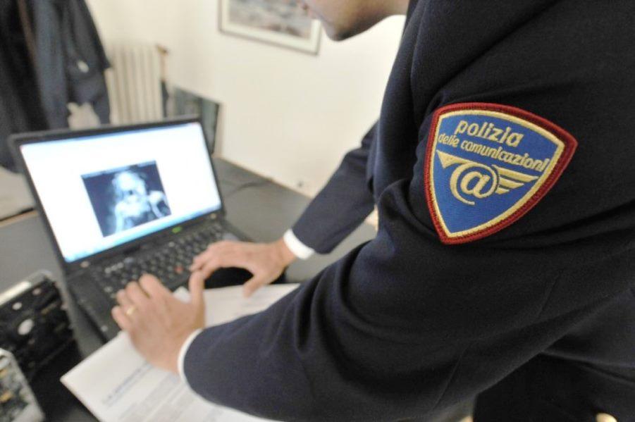 immagine polizia postale, denunciato uomo in smart working per pedopornografia