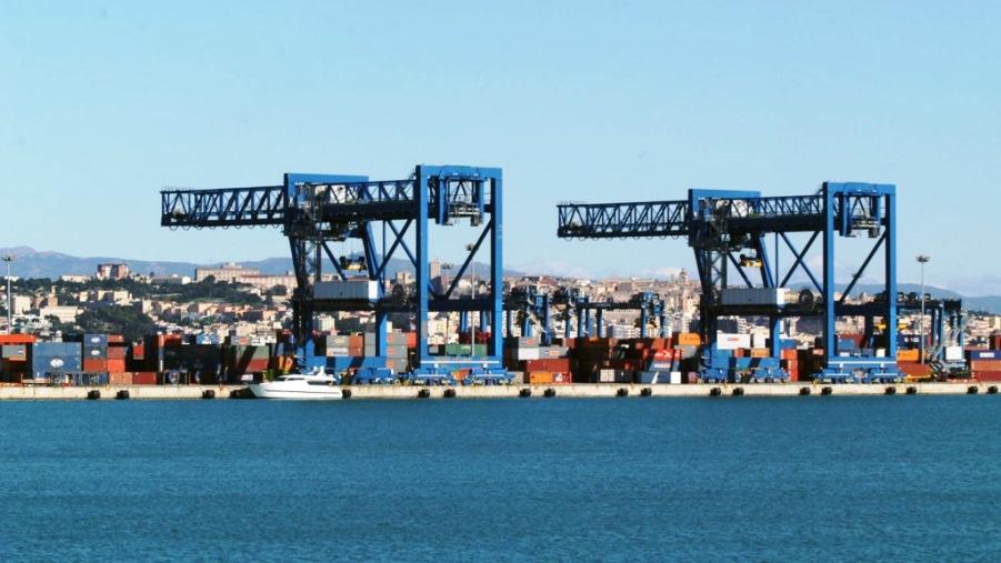 immagine del porto canale di cagliari