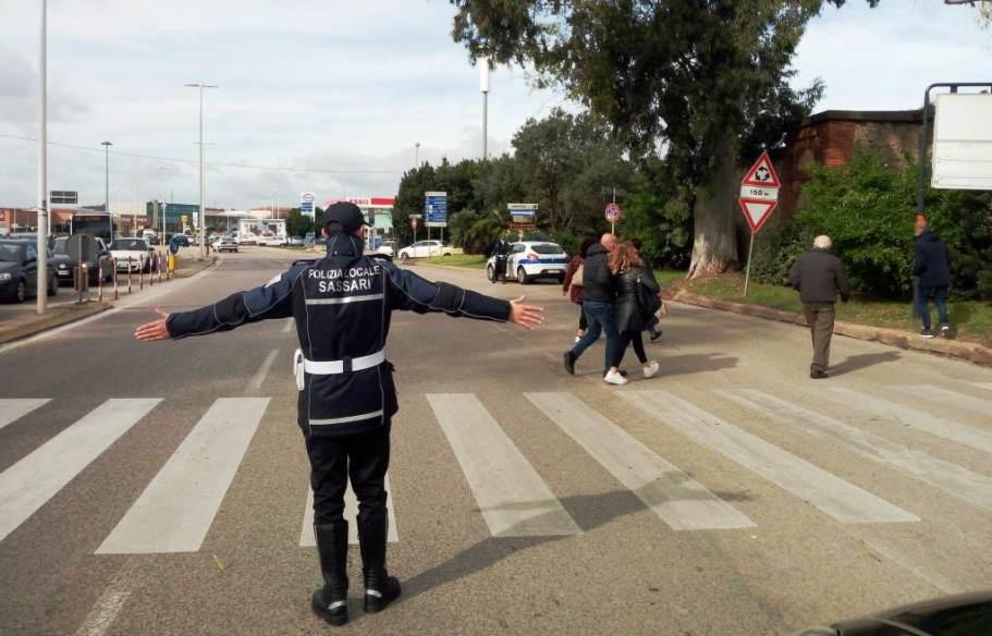 immagine presidio di polizia locale davanti al cimitero di sassari