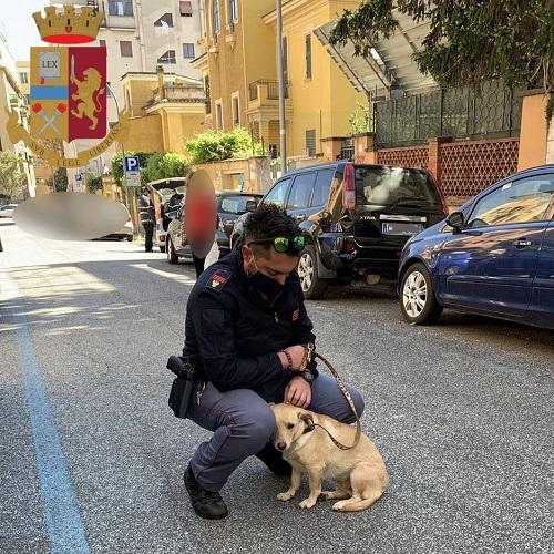l'agente con il cane salvato
