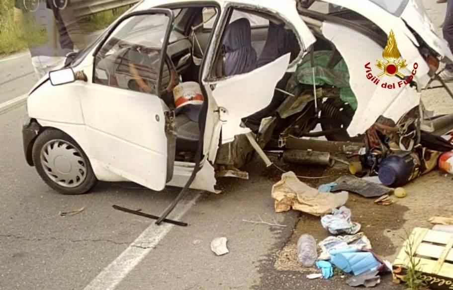 immagine minicar distrutta dall'incidente