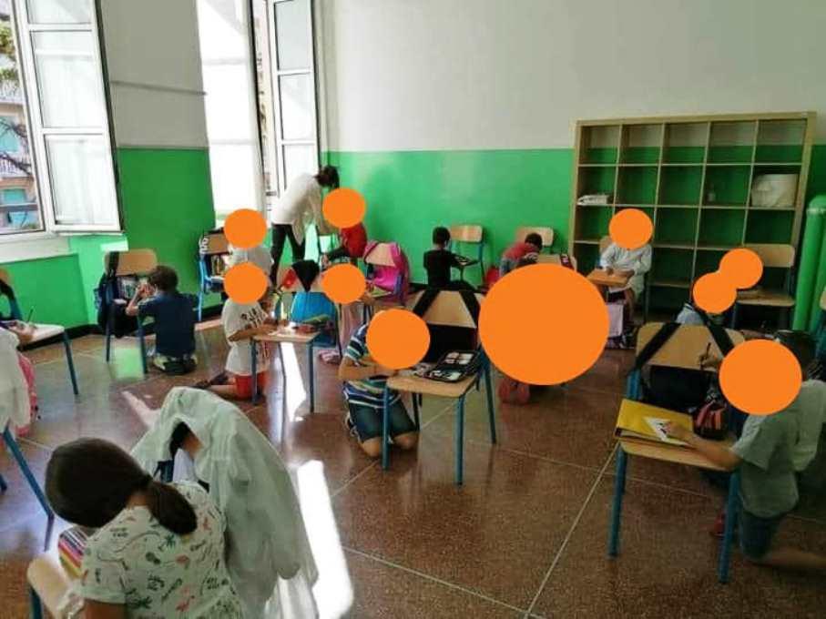 immagine aula senza banchi a scuola
