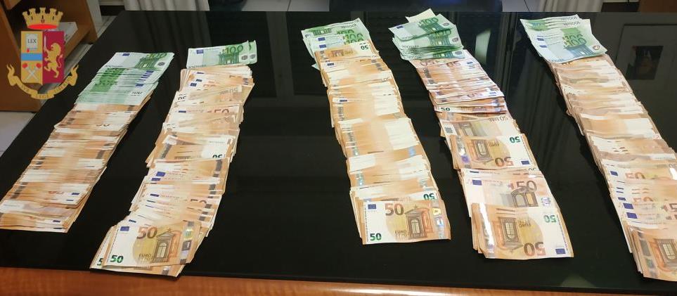 denaro sequestrato dalla polizia a roma