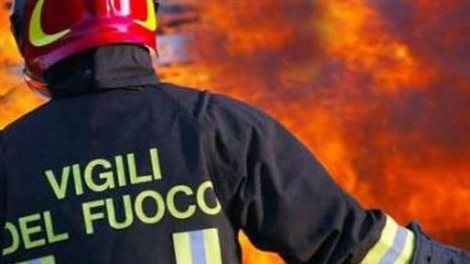 immagine vigili del fuoco bambina di 8 anni morta nell'incendio della sua casa a Fermo