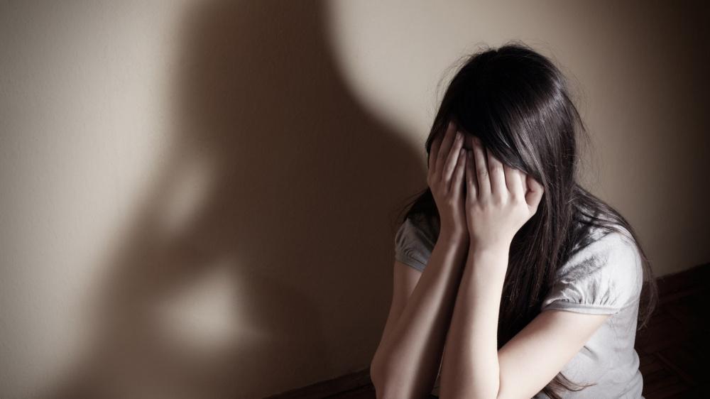 immagine violenza sulle donne arrestato a cagliari un ragazzo di 17 anni