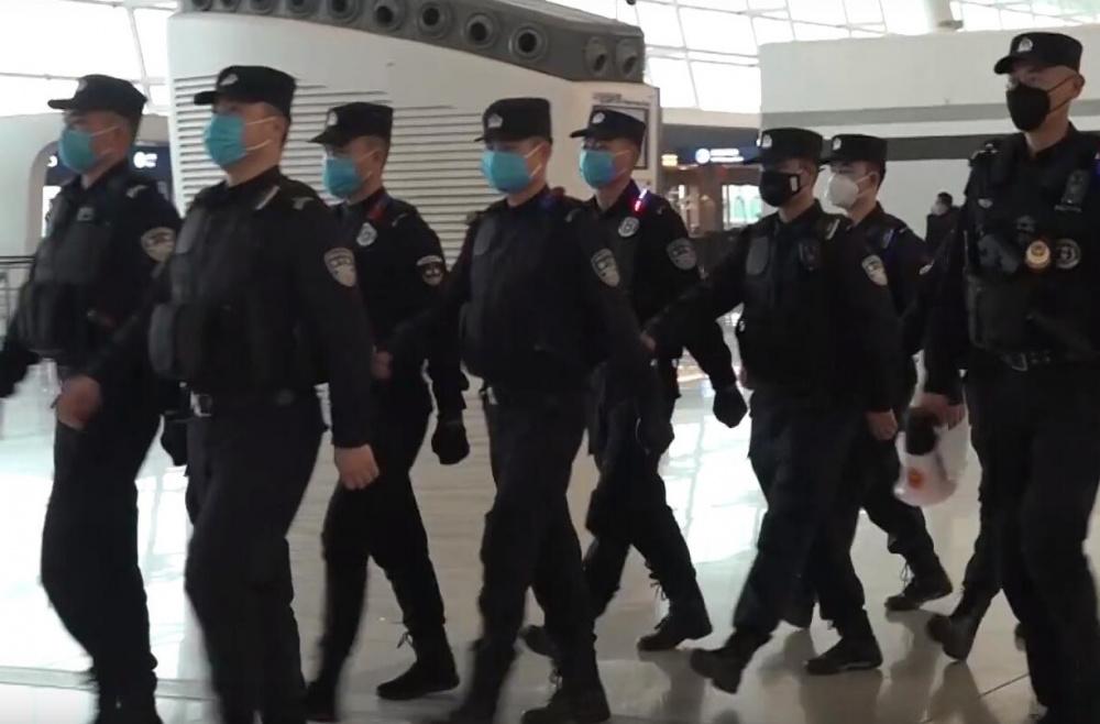 immagine polizia cina carcere per chi diffonde allarme